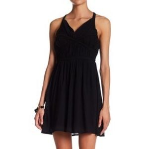 Doe & Rae black v neck dress size medium